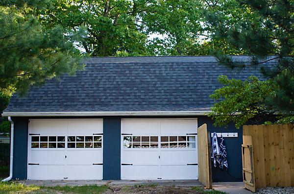 Liliypad Garage Door Makeover